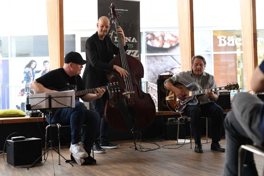 Ulf Wakenius, Sven Faller, Paulo Morello - Lana Meets Jazz