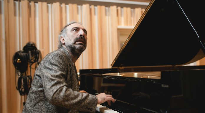 Intervista a Stefano Bollani che in piano solo ha inciso le musiche di Jesus Christ Superstar in «Piano Variations On Jesus Christ Superstar»