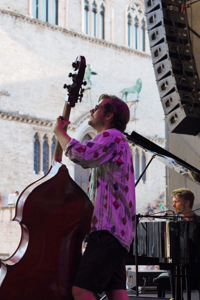 Piazza IV Novembre, esibizione Alex Hitchcock Quintet, gruppo 1° classificato dell'edizione 2018