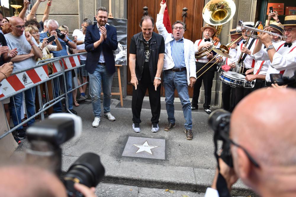 Andrea Mingardi alla scopertura della stella 2019 a Gerry Mulligan nella Strada del Jazz, via Orefici di Bologna (foto di Euriolo Puglisi)
