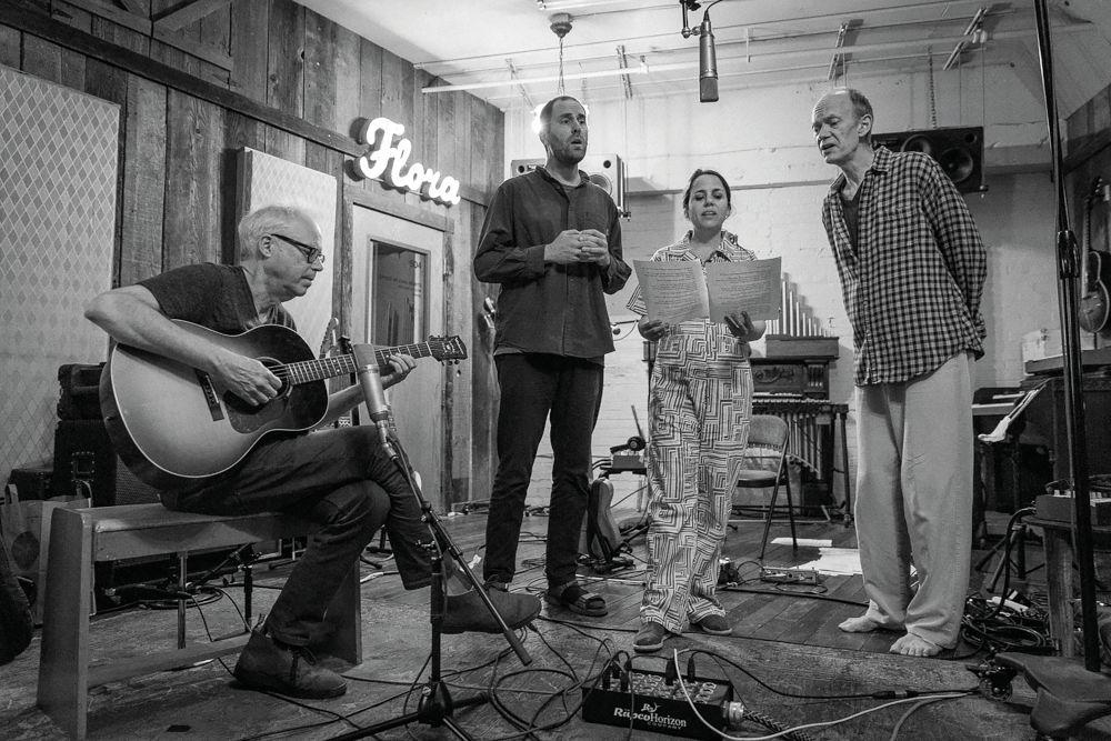 Da sinistra: Bill Frisell, Luke Bergman, Petra Haden e Hank Roberts.