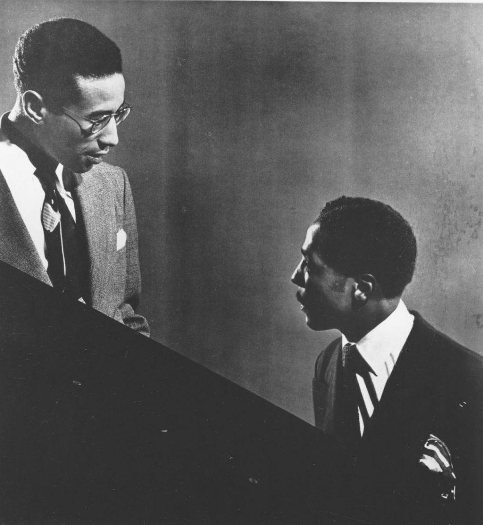 Una delle più celebri foto nella storia del jazz: i coetanei Max Roach e Bud Powell (entrambi nati nel 1924) in uno studio newyorkese nel 1950. (foto di Gilles Petard/Redferns)