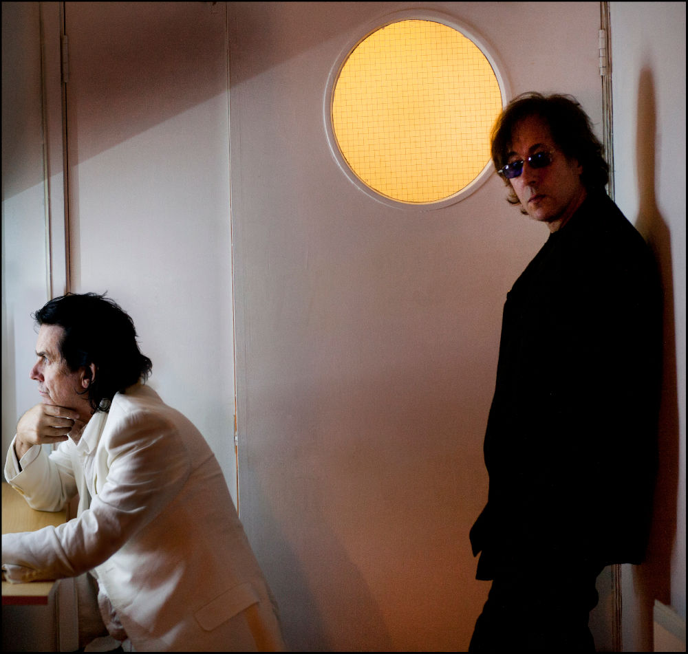Richard Barbieri (a destra) con Steve Hogarth, cantante della band Marillion (2011).