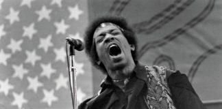 Jimi Hendrix sul palco a Sacramento (California), il 15 settembre 1968.