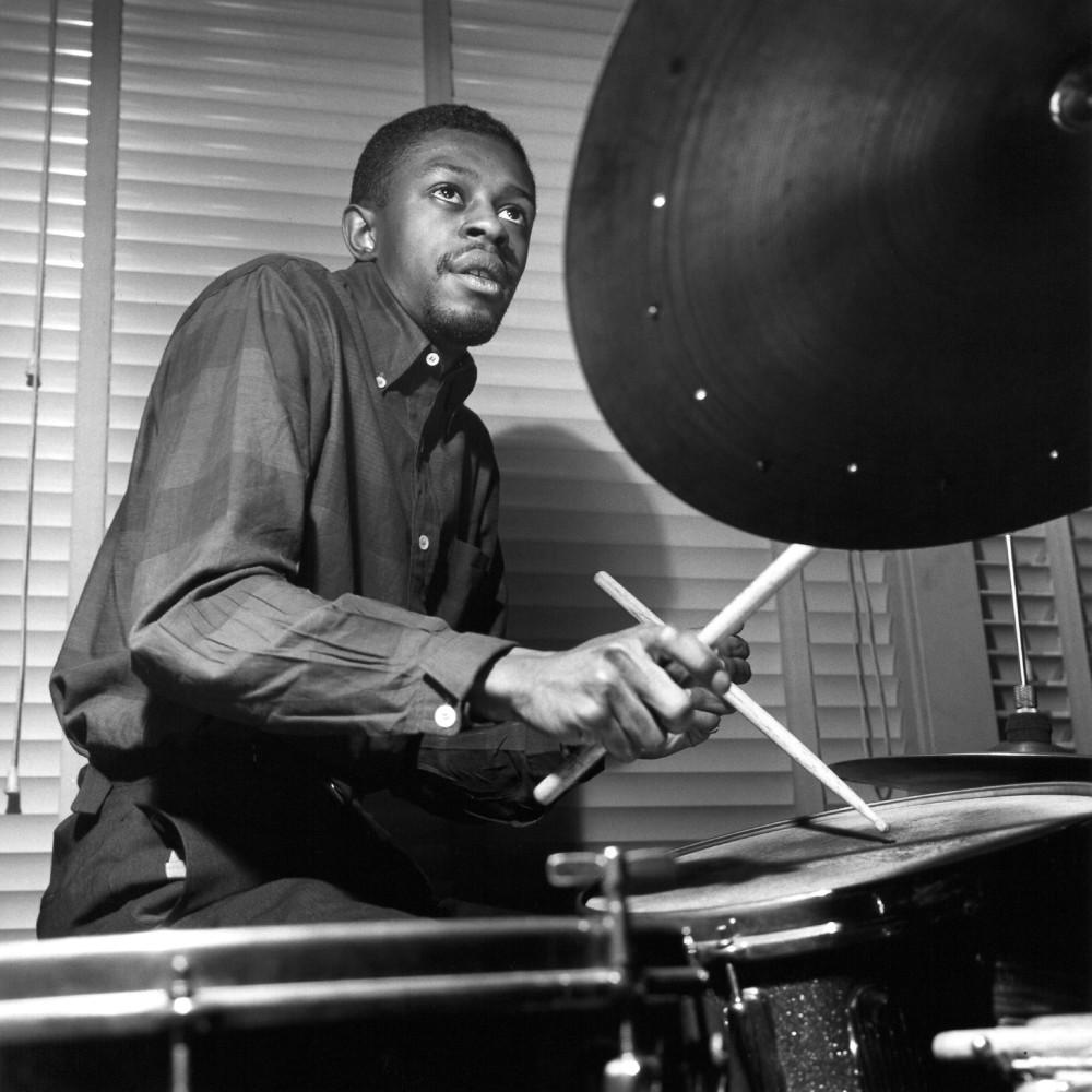 Il giovane Louis Hayes nello studio di Rudy Van Gelder, all'epoca in cui lavorava nel quintetto di Horace Silver