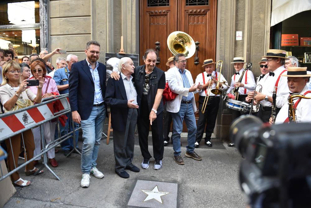 Matteo Lepore, Cicci Foresti e Andrea Mingardi: scopertura della stella 2019 a Gerry Mulligan nella Strada del Jazz, via Orefici di Bologna (foto di Euriolo Puglisi)