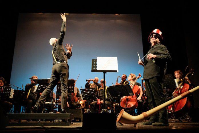 Parco della Musica Contemporanea Ensemble di Roma, sotto la direzione di Tonino Battista.