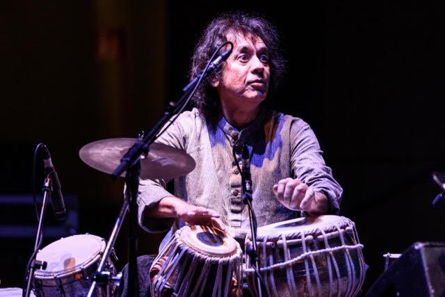 Zakir Hussain (foto di Giorgio Bianchi - Comune di Bologna) - Crosscurrents Trio