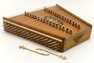 Santoor antico strumento persiano